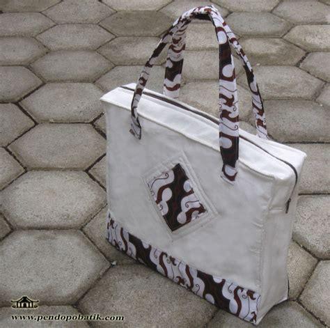 by antokdesign posted in portofolio tagged tas seminar tas produk batik pendopo batik