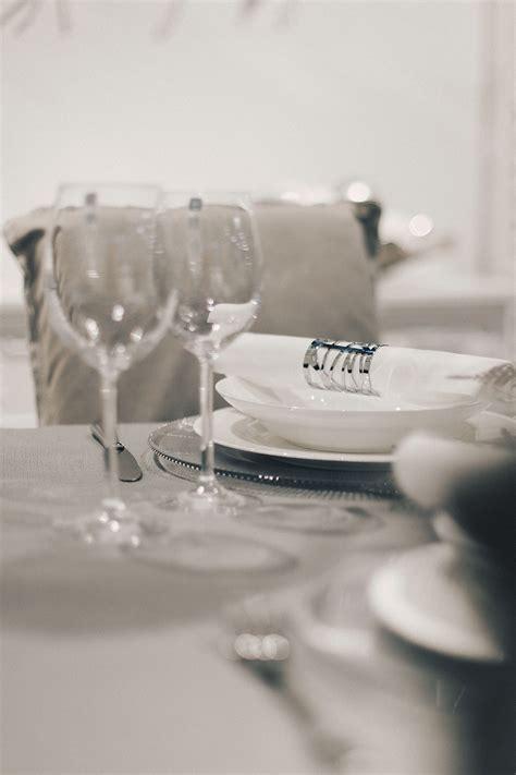 Deko Tisch Weihnachten by Weihnachtliche Tisch Dekoration Minimalistisch Grau Silber
