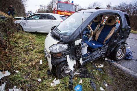 Auto Subwoofer Unterm Sitz by Remseck Am Neckar Nach Unfall In Smart Eingeklemmt