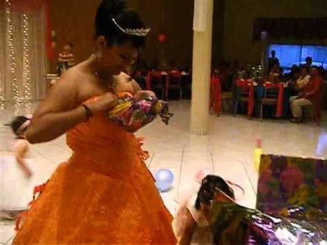 regalos sorpresa para quinceaeras quincea 241 era abriendo su regalo sorpresa 23jun12 youtube
