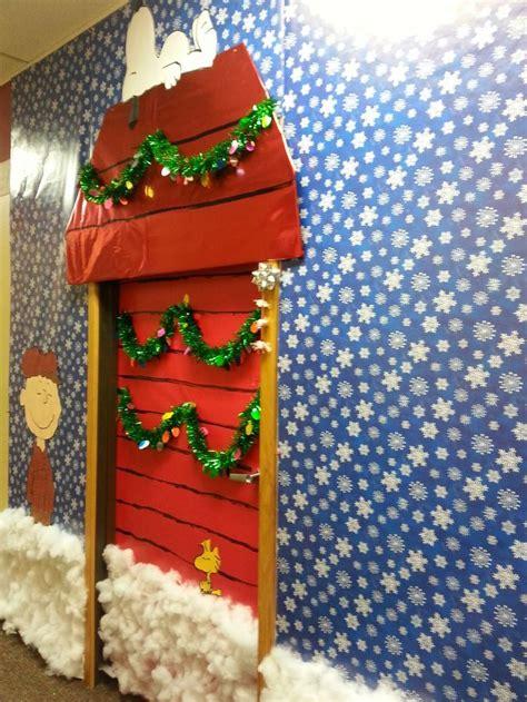 unique christmas door decoration 25 unique door decorating contest ideas on classroom door