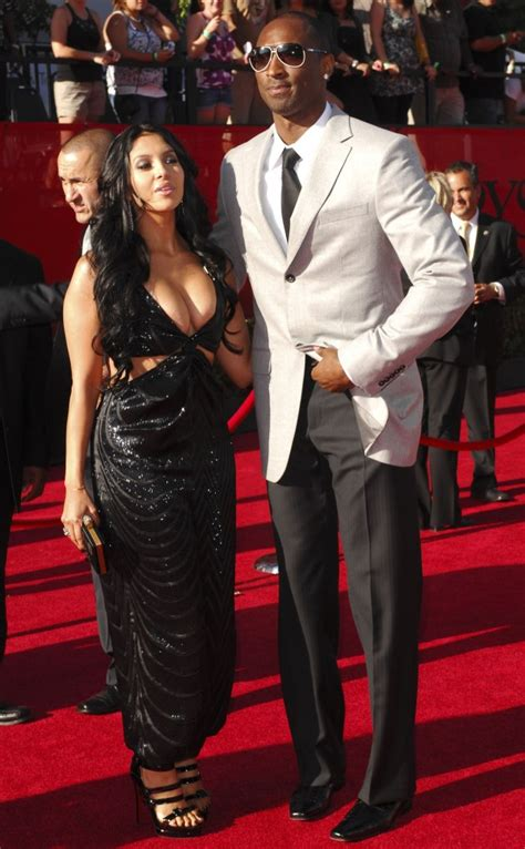 kobe bryant personal biography kobe bryant wife pictures and bio vanessa bryant zimbio