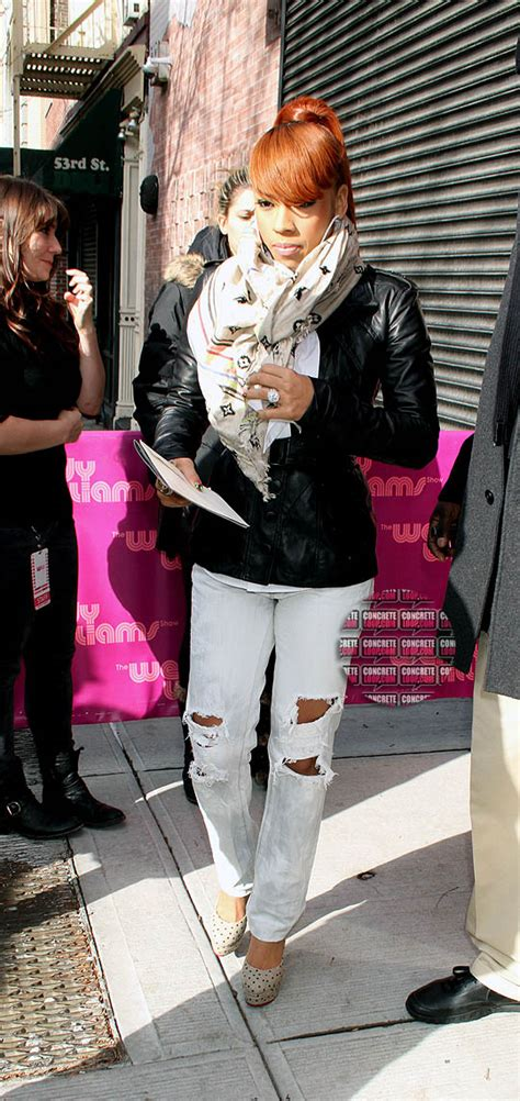 keysha cole in jeans dope or nope keyshia cole in a louis vuitton scarf