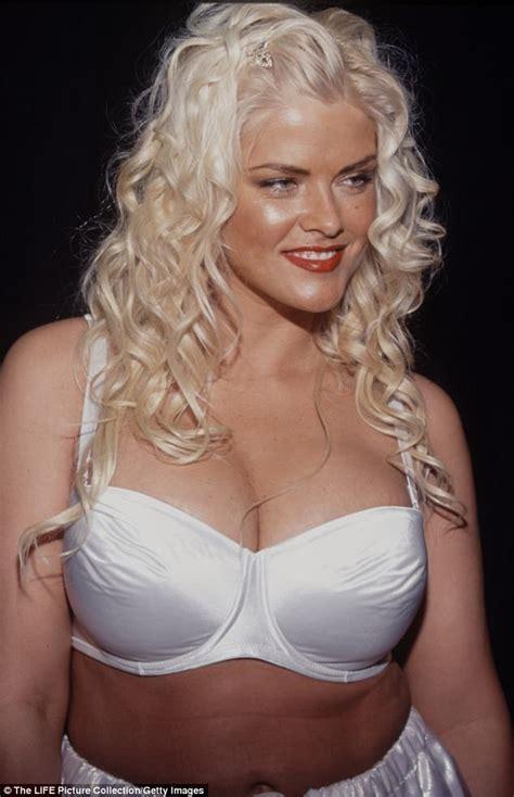 anna nicole smith nude anna nicole smith had lesbian affair with son s girlfriend