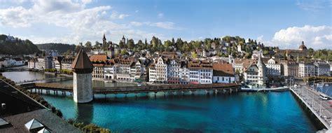 treno a cremagliera svizzera lucerna la ferrovia a cremagliera e il lago dei 4 cantoni