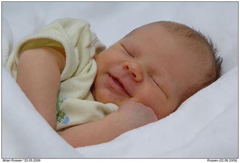 weinen im schlaf gesunde balance s 228 uglinge h 246 ren emotionen im schlaf