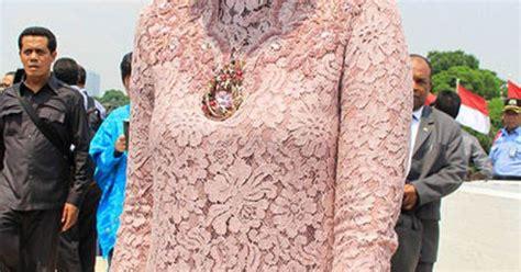 Baju Pesta Ratnasari ratnasari fashion inspiration kebaya baju kurung batik songket ikat sarongtenun