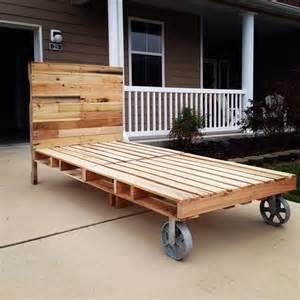 pin toddler pallet bed diy tutorial hip home making on pinterest