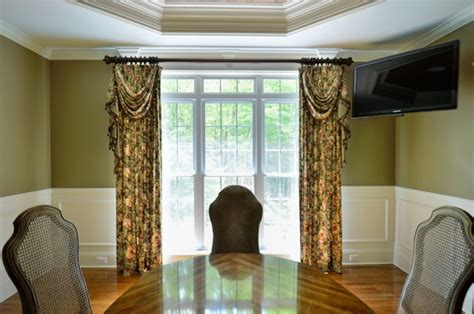 Swag Curtains For Dining Room by Dining Room Window With Panels Swags And Jabots