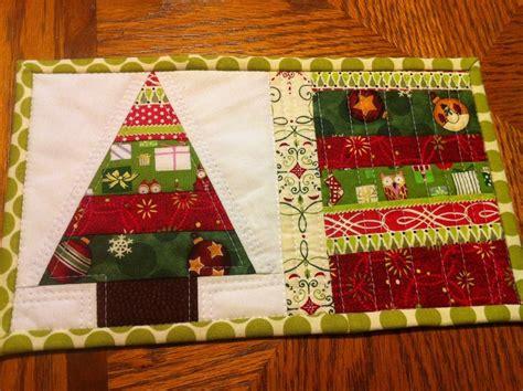 christmas tree mug rug pattern fast and simple tree mug rug quilting mugrugs