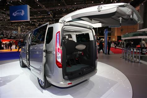 2013 ford transit shows the new generation tourneo custom