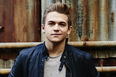 male musicains blonde m hunter hayes has mastered the smirk and the chicks