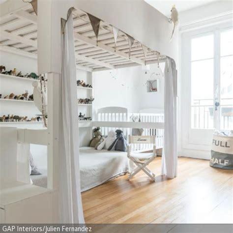 hochbett mit kleiderschrank unter dem bett die besten 17 ideen zu kinder etagenbetten auf