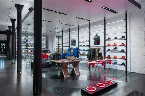 athletic shoe stores nyc nikelab store worldwide 187 retail design