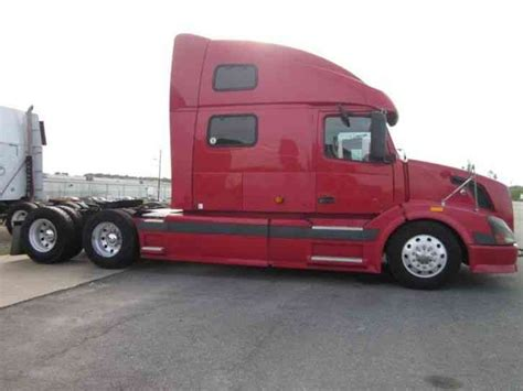 2006 volvo semi volvo 780 2006 sleeper semi trucks