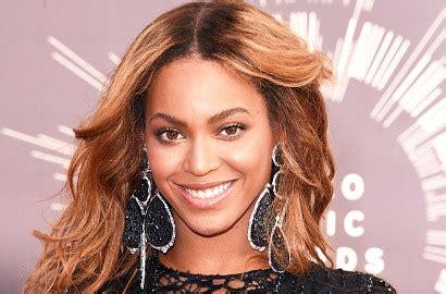 Kalung Hati Cinta Hadiah Wk 005 Beyonce Kejutkan Nicki Minaj Dengan Beri Kalung Berlian