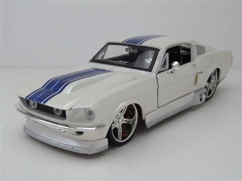 Mustang Auto 24 by Ford Mustang Gt 1967 Wei 223 Metallic Tuning Modellauto 1 24