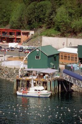 tugboat job description deckhand job description with pictures ehow