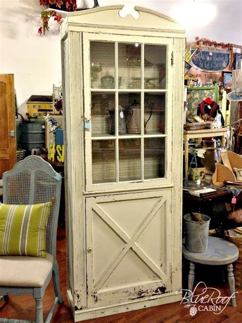 25 crafty old door vintage decorations to boost the charm 25 crafty old door vintage decorations to boost the charm