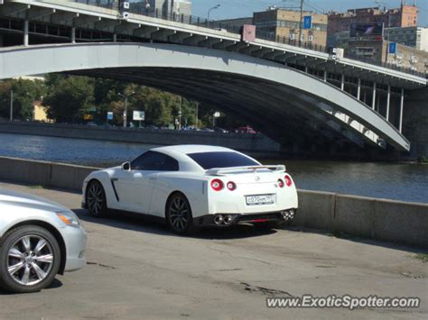 nissan moscow nissan skyline spotted in moscow russia on 08 17 2011