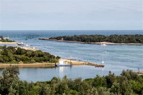 fishing boat hire lakes entrance north east victoria track trailer