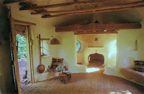 Farmer hand builds charming cob house for $250 (Video