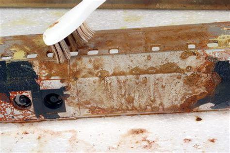 afbijtmiddel karwei product om verf te verwijderen dikke houten balken