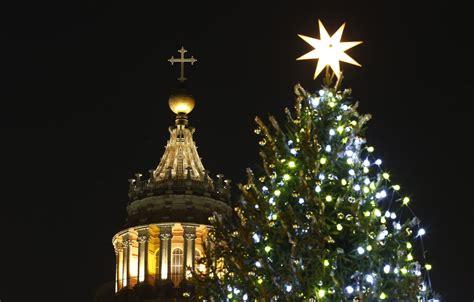 how to put lights on a tree martha stewart how do you put lights on a tree how to put lights on a