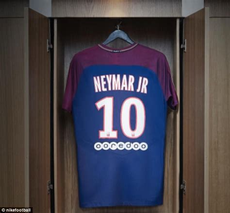 T Shirt Neymar White neymar touches in ahead of his psg unveiling daily mail