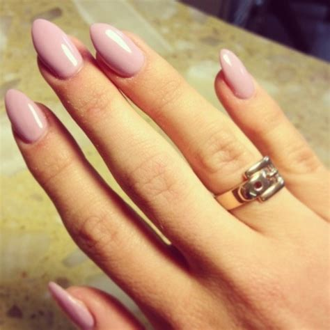 almond nails look of almond nails and hot nail trend almond shaped nails arabia weddings