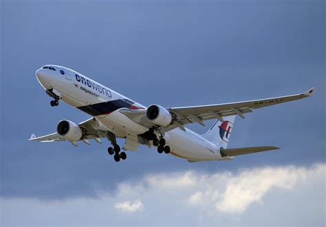 Malaysia Airlines One World Airbus A330 Passenger Airplane Metal Dieca マレーシア航空 malaysia airlines mh 世界の旅客機図鑑