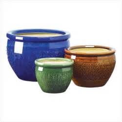 choosing flower pots for stylish gardens homes and