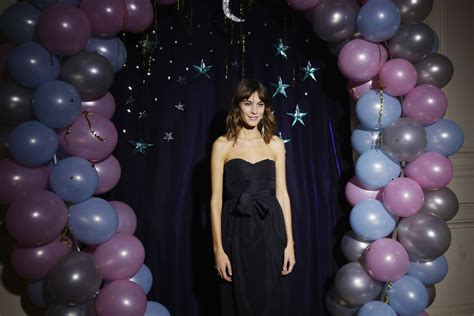 prom hairstyles gone wrong more pics of alexa chung medium wavy cut with bangs 1 of