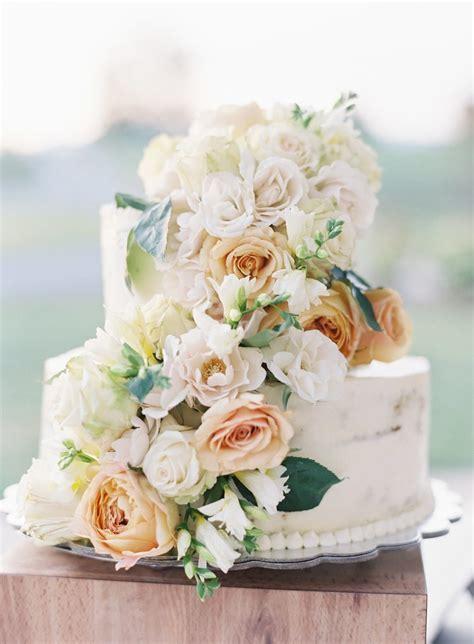 Wedding Cake Simple Flowers by Simple Wedding Cakes A Wedding Cake