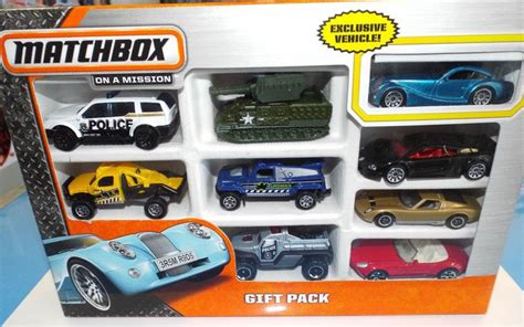 Matchbox Gift Pack Defender Hijau matchbox x7111 9 car gift pack styles may vary gifts and gift sets