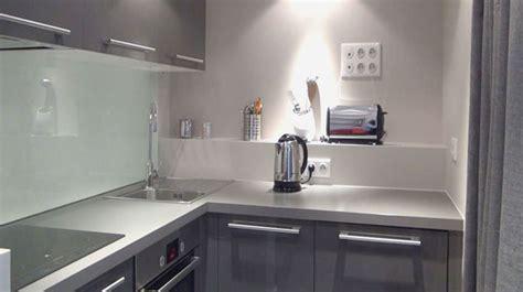 amenagement cuisine ferm馥 comment amenager une cuisine en longueur 10