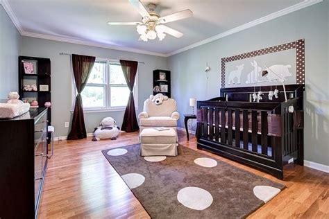 kinderzimmer dunkle mobel kinderzimmer babyzimmer wandfarbe salbeigr 252 n dunkle