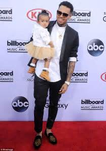 namorada d chris brown chris brown goes on twitter rant about royalty s mother