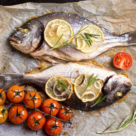 cucinare pesce al forno orata al cartoccio delizioso pesce al forno con cottura