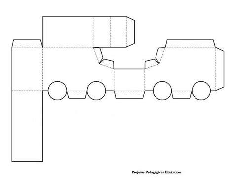 moldes de cajas de regalo triangulares para imprimir moldes para cajas de regalo para imprimir imagui