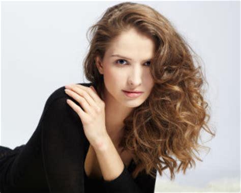 tutorial curly rambut menggunakan catok cara mudah mengeriting rambut tanpa alat pemanas