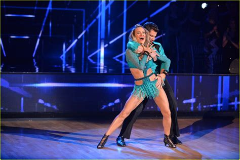 petas hair on dancing with the stars nick lachey dances a cha cha cha for dwts premiere with