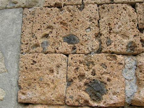 mattoni in tufo per giardino prezzi blocchi di tufo giardinaggio blocchi di tufo