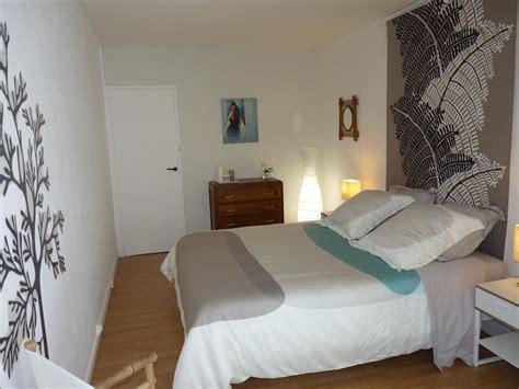 chambre style moderne chambre parentale au style nature avec une pointe de