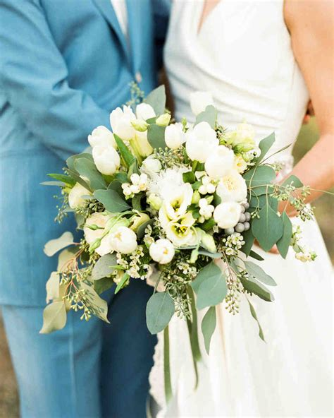 White Wedding Bouquets For Brides by The 50 Best Wedding Bouquets Martha Stewart Weddings
