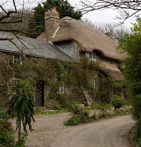 cornwall cottage penberth cove thatched cottage cornwall guide photos