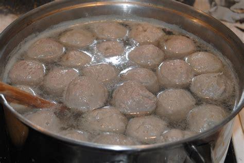 Blender Daging Sapi memakai mesin bakso untuk belajar membuat bakso