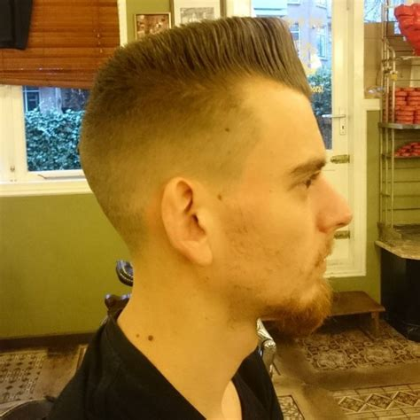 mens hairstyles in 1990 20 best 90s hairstyles for men back to the future 2018