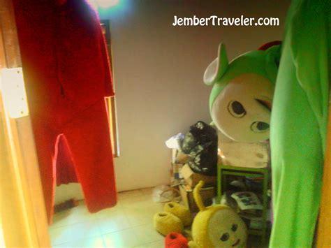 Bakiak Kayu Isi 2 membedah isi dalam rumah teletubbies jember traveler