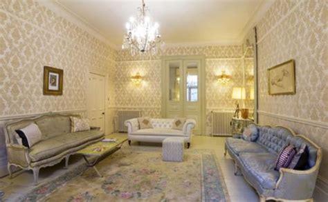 wallpaper klasik membuat ruangan jadi lebih hidup